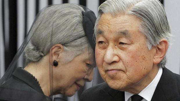 Permaisuri Michiko dan Kaisar Akihito.