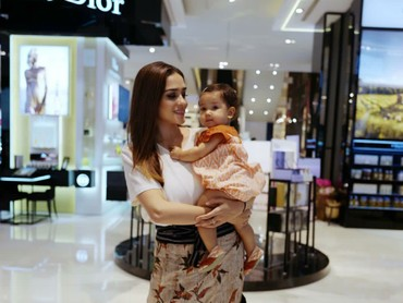 Dan ini Yasmine bersama anaknya, Sera. (Foto: Instagram/yaswildblood)