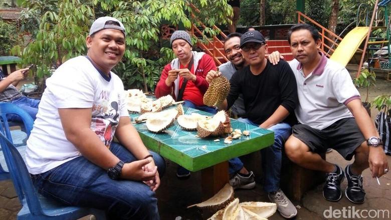 Menyicip Nikmatnya Durian Bawor Khas Banyumas