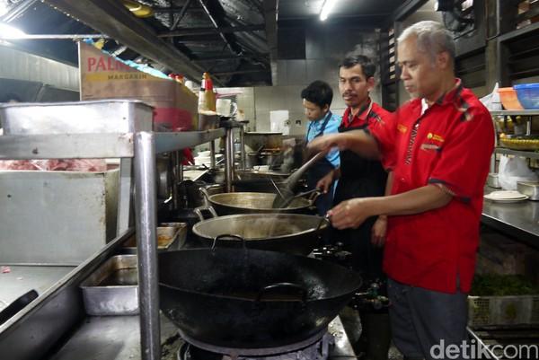 Wakil Gubernur Jabar, Uu Ruzhanul Ulum, mengatakan secara teori dan legalitas pemanfaatan kembali area wisata restoran Rindu Alam di Puncak sangat memungkinkan (Foto: Farhan/detikcom)