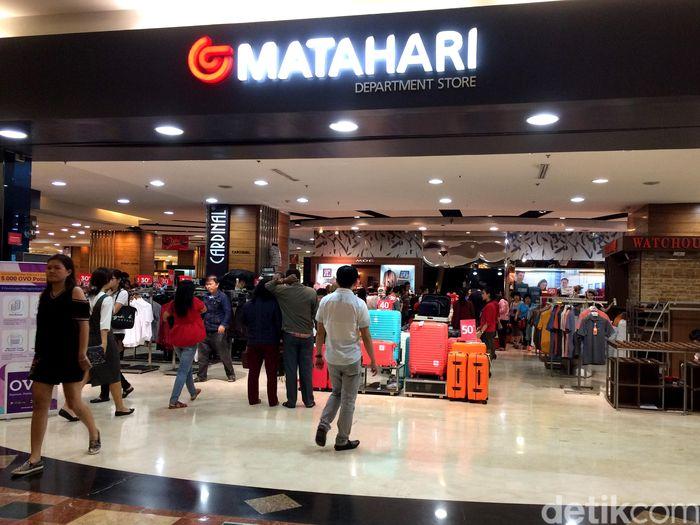 Matahari Department Store di Mal Taman Anggrek akan ditutup 3 Desember 2017 mendatang. Dari pantauan detikFinance barang yang nyaris ludes adalah aksesoris wanita, make up hingga sepatu dan sandal.