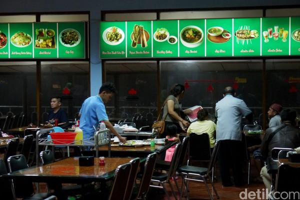 Restoran Rindu Alam adalah destinasi favorit dan menjadi rujukan bagi para traveler yang berkunjung ke Puncak, Bogor (Foto: Farhan/detikcom)