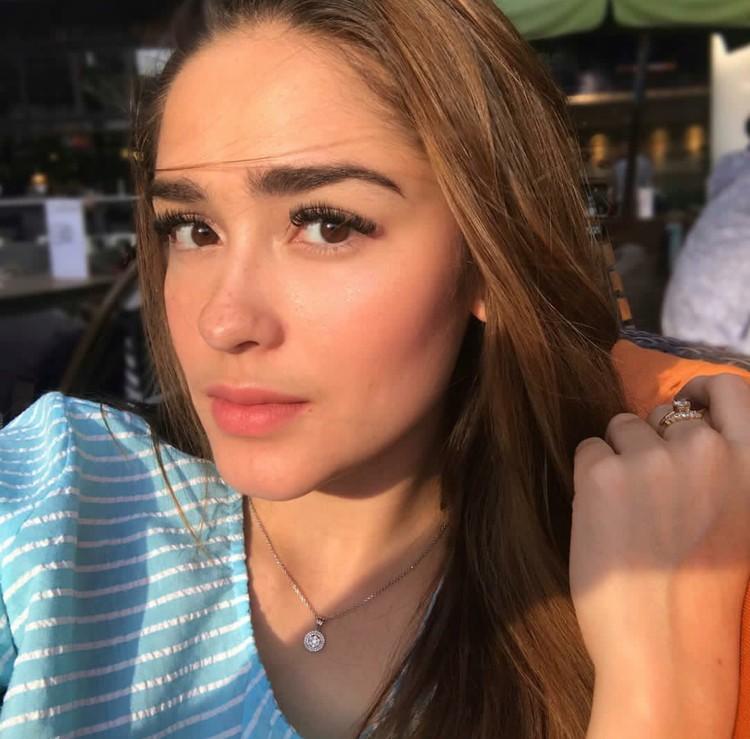 Begini tampilan Yasmine Wildblood, aktris cantik blasteran Inggris-Indonesia yang sekarang sudah punya anak. (Foto: Instagram/yaswildblood)