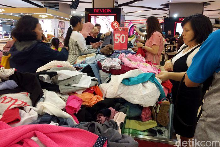 Setelah menutup gerai di Pasaraya Blok M dan Manggarai, Jakarta Selatan, PT Matahari Department Store Tbk (LPPF) akan menutup gerai di Mall Taman Anggrek.