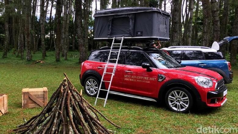Berkemah dengan mobil di alam terbuka? Bisa saja (Foto: Dadan Kuswaraharja)