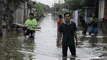Foto: Derita Warga Pekalongan Korban Banjir Tanggul Laut Jebol