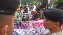 Polisi Amankan Aksi Demo Freeport di Depan LBH Jakarta