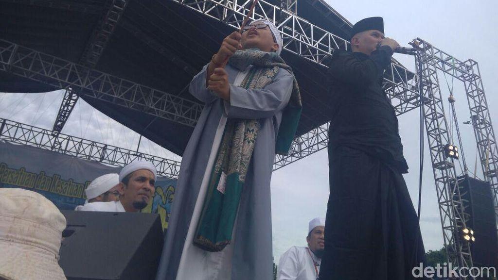 Ahmad Dhani Nyanyi Lagu Aksi Bela Islam di Reuni 212
