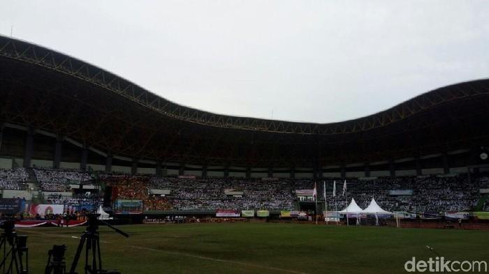 Peringatan HUT ke-72 PGRI dihelat di Lapangan Stadion Patriot Candrabhaga, Bekasi, Jawa Barat