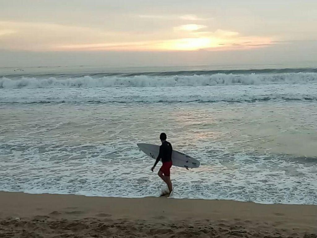 Cerita Pedagang Soal Turis Gembel Ngamen di Pantai Kuta