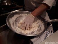 Ini Cara Bikin Momo Pancake untuk Bebek Peking yang Empuk Lembut