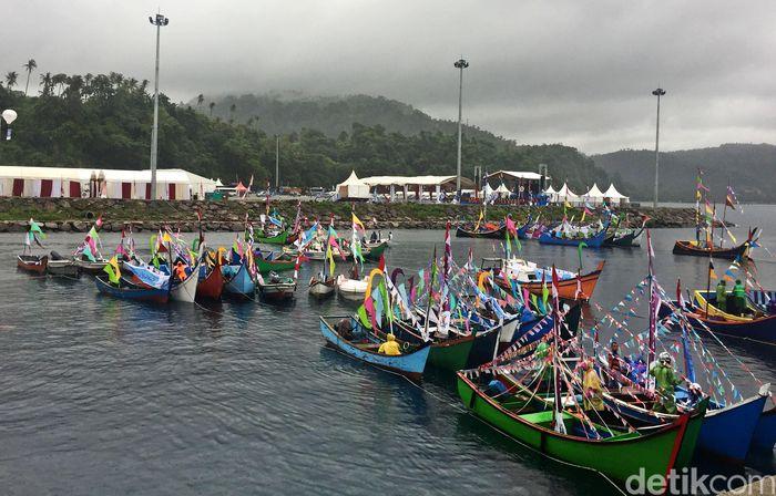 Perahu-perahu hias bersandar di Dermaga Jety CT-3, Pelabuhan BPKS Kota Sabang.