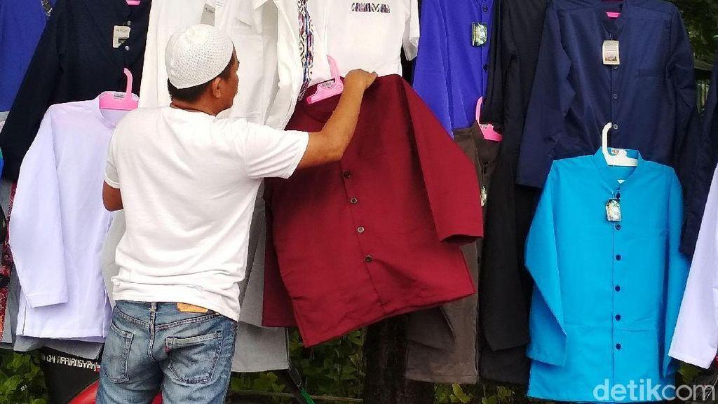 Penampakan Para Pencari Rezeki Saat Reuni 212
