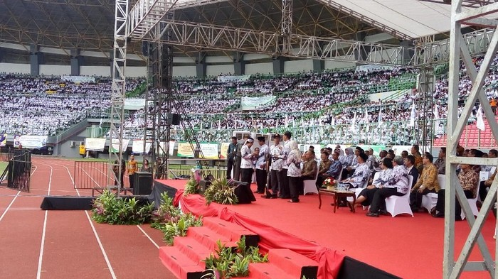 Presiden Jokowi menghadiri peringatan HUT ke-72 PGRI di Bekasi.