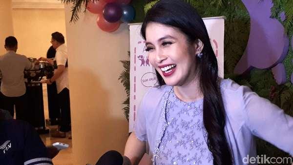 Sandra Dewi, Si Bumil Cantik Nan Menawan