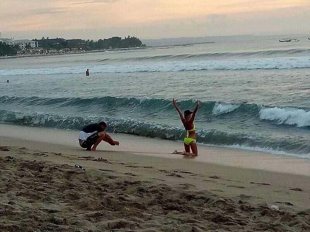 Bali vs Turis Gembel