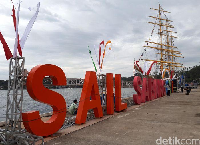 Pelabuhan ini berada di ujung paling barat Indonesia.
