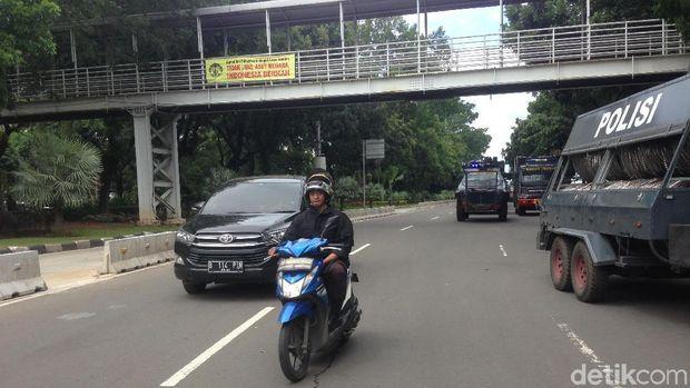 Jl Medan Merdeka Barat kembali dibuka setelah sempat ditutup karena kegiatan Reuni 212, Sabtu (2/12/2017)