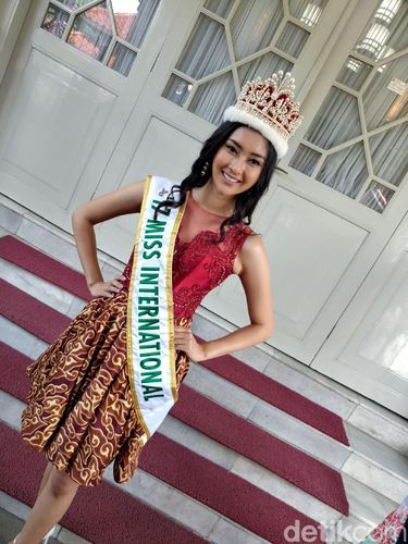 Guys, Miss International Kevin Liliana Cari Calon Pacar!
