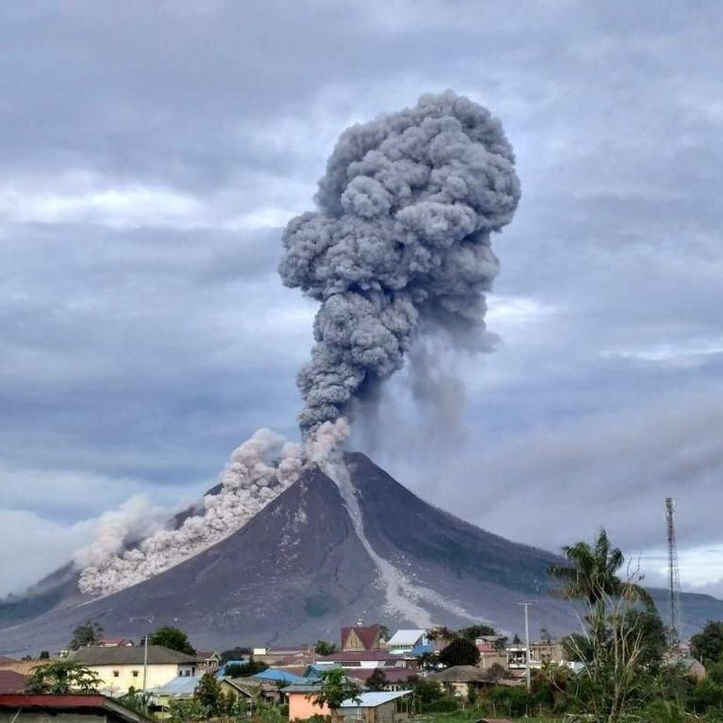 Status Gunung Sinabung Diturunkan ke Level Siaga