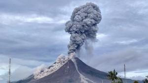 Gunung Sinabung Kembali Erupsi, Semburkan Abu Vulkanik 3 Km