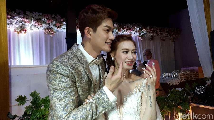 Lee Jeong Hoon Resmi Nikah, Pesona Sandra Dewi Kala Hamil