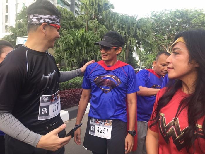 Menurut Sandi, kegiatan Fun Run seperti ini bisa memberikan kebahagiaan. Kegiatan semacam ini menggabungkan gaya hidup sehat dengan entertainment. Foto: Uyung/detikHealth