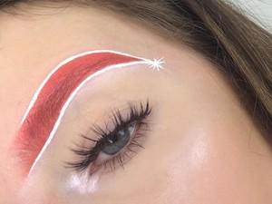 Alis Topi Santa, Tren Makeup Terbaru untuk Sambut Natal