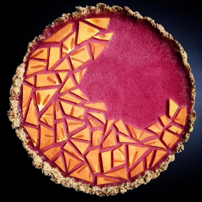 Lewat Instagram lokokitchen, Ko mengunggah kreasi foto pie buatannya. Yang ini cranberry curd tart dengan buah persimmon. Foto: Lauren Ko