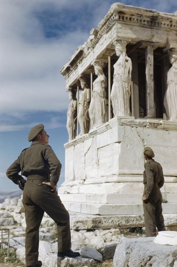 Foto-foto ini masih dalam keadaan semula dan tidak didaur ulang atau tidak diwarnai (CNN Style/IWM)
