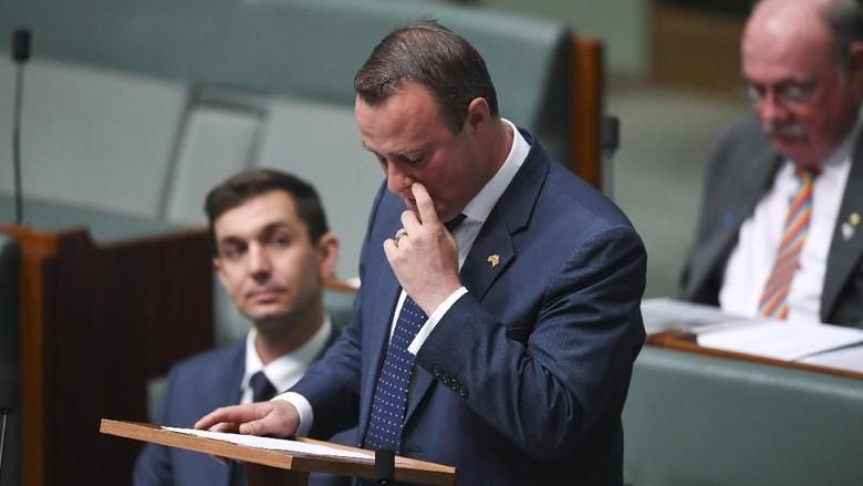 Politikus Australia Melamar Kekasih Gay-nya di Sidang Parlemen