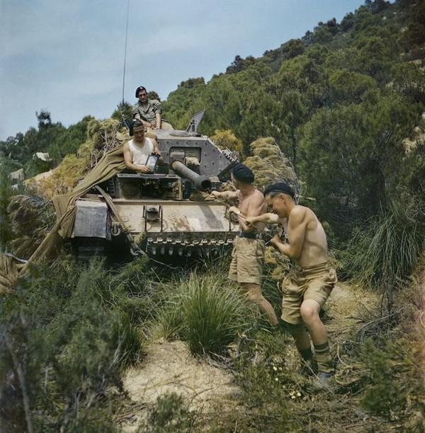 Foto atau cuplikan warna-warni dari Perang Dunia II memang telah ada beberapa waktu lampau (CNN Style/IWM)