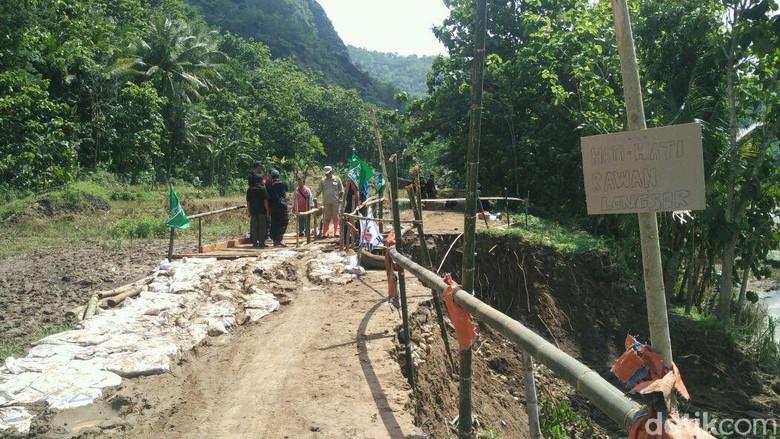 Sempat Terisolir, Warga Sriharjo Bantul Dibuatkan Jembatan Darurat