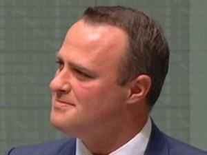 Foto: Ini Politikus Australia yang Lamar Kekasih Gay-nya di Parlemen