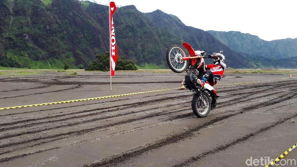 Menjajal Ketangguhan Honda CRF150L di Gunung Bromo