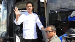 Gaya Jokowi Jajal Tol Soroja Pakai Bus Persib