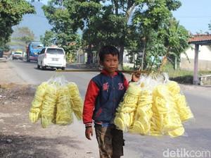 Disdik Garut: Fadil Penjual Kerupuk Wajib Sekolah