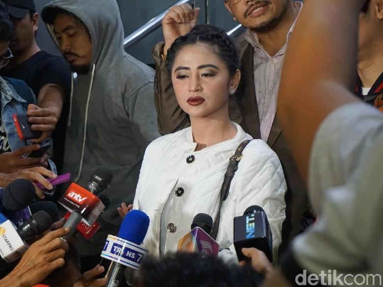Dewi Persik Nilai CCTV Dapat Buktikan Insiden dengan Petugas TransJ