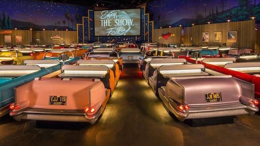 Foto: Bioskop Layar Tancap Jadul Ala Disneyland, Penasaran?