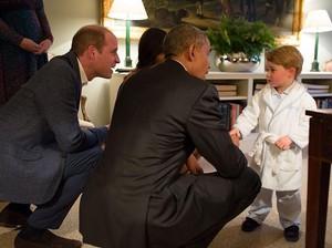 Ekspresi Malu-malu Pangeran George Ini Menggemaskan Banget