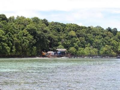 Terpesona Pulau Kakaban