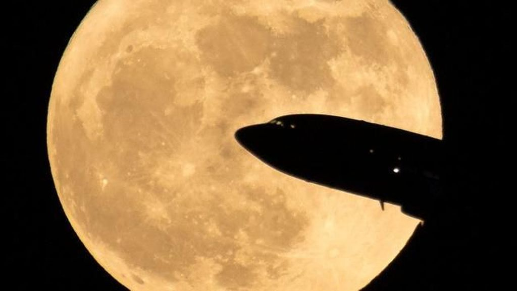 Pemandangan Dramatis Ketika Bulan Jadi Raksasa