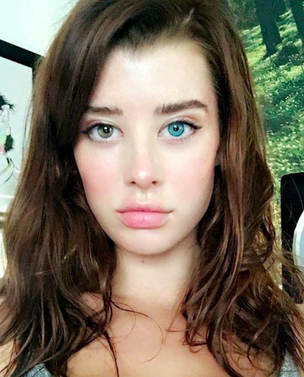 Namanya Sarah McDaniel, seorang model Amerika Serikat. Lihat matanya yang berbeda warna, kiri berwarna biru dan kanan warnanya kecoklatan. Foto: Instagram