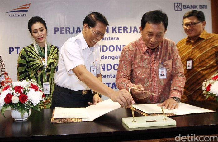 Selain itu kerjasama itu meliputi Home Ownership Plan (HOP) dan Car Ownership Plan (COP), serta Business Card KAI.
