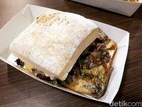 Roast Beef Gusto: Empuk <i>Juicy</i> Lembaran Daging Panggang Diapit Roti Ciabatta