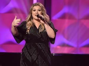 Cerai dengan Suami, Kelly Clarkson Rebutan Rumah Senilai Rp 148 Miliar