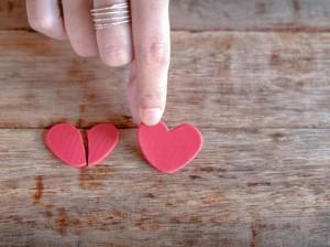 Pacaran Tanpa Rasa Cinta, Tapi Setelah Putus Merasa Kehilangan