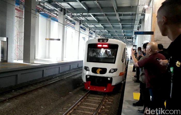 Kereta ini terdiri dari 12 set rangkaian kereta yang masing-masing setnya memiliki 42 bangku. Satu trainset terdiri dari 6 kereta yang mampu mengangkut 272 penumpang.