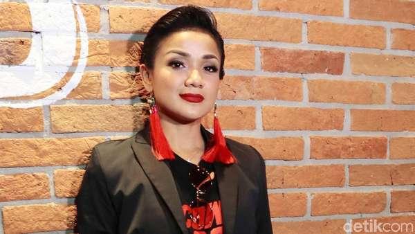 Gaya Boyish Nirina Zubir, Yay or Nay?
