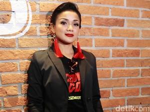 Gaya Boyish Nirina Zubir, <i>Yay or Nay</i>?